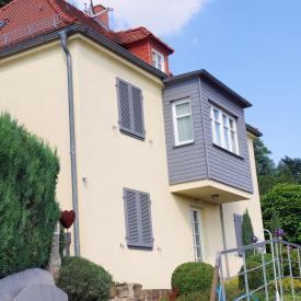 Ehret Klappladen an Haus nachgerüstet, Farbe RAL 7037 Staubgrau 2014