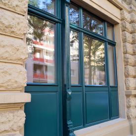 Denkmalsarnierung in Dresdner Innenstadt. PaX Retro Fenster mit Sonderkämpferprofilen nach Denkmalamtauflagen. Sommer 2015